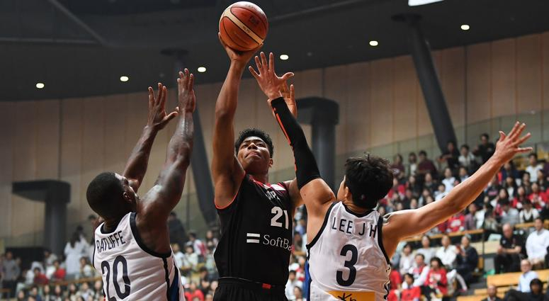 Rui Hachimura shoots over two defenders during the Japan-South Korea - Basketball International Game in Tokyo on June 15, 2018