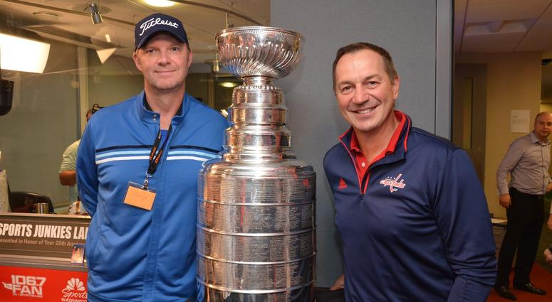 Bish poses with Caps legend Peter Bondra
