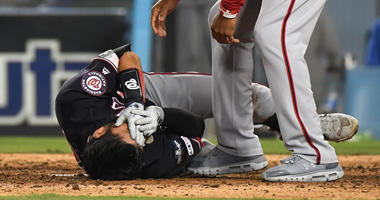 Nats' Kurt Suzuki takes deflected pitch to face, leaves game
