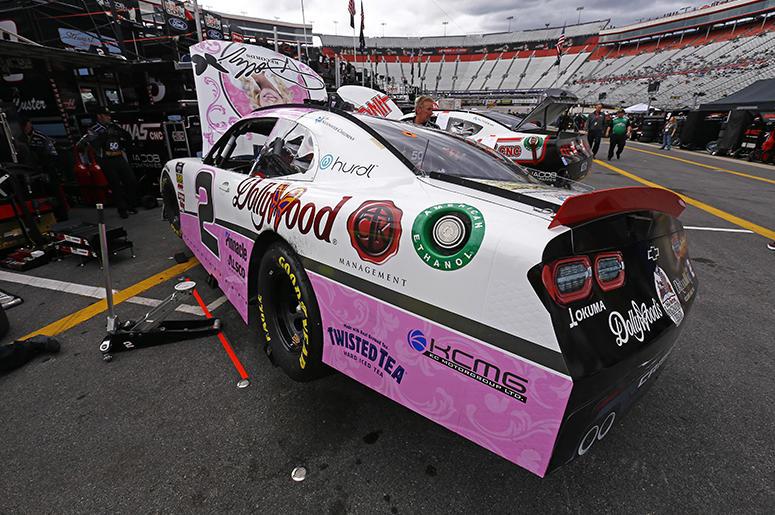 Dolly_Parton_Dollywood_NASCAR_Racing_Sponsor