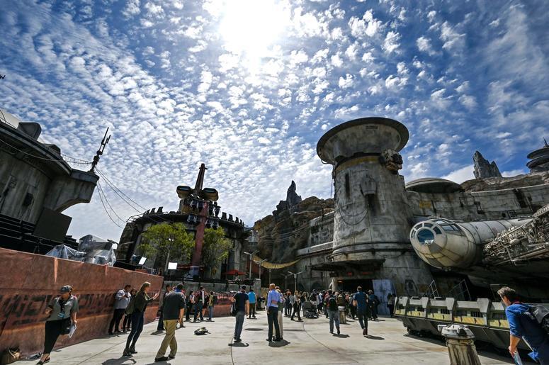 Star Wars-Galaxy's Edge Ride Opens At Disney World In December