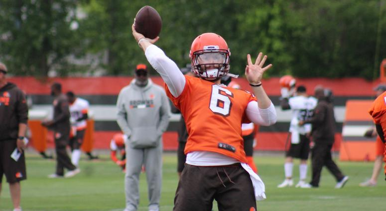 Browns rookie QB Baker Mayfield throws during the third week of OTAs on June 5, 2018.