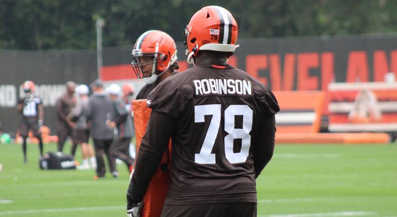wholesale dealer be65f 377c8 Cleveland Browns re-sign Greg Robinson after releasing him ...