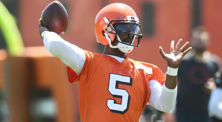 Browns quarterback Baker Mayfield (6) watches as quarterback Tyrod Taylor (5) throws a pass during organized team activities at the Cleveland Browns training facility.
