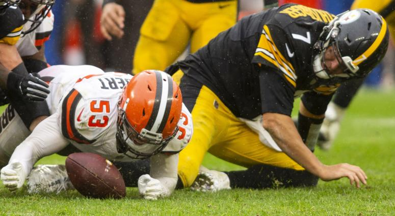 Cleveland Browns linebacker Joe Schobert (53) recovers a fumble by Pittsburgh Steelers quarterback Ben Roethlisberger (7) during the fourth quarter at FirstEnergy Stadium