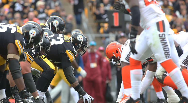 Oct 28, 2018; Pittsburgh, PA, USA; Pittsburgh Steelers center Maurkice Pouncey (53) prepares to snap the ball against the Cleveland Browns defense during the second quarter at Heinz Field. Mandatory Credit: Charles LeClaire-USA TODAY Sports