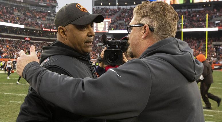Dec 23, 2018; Cleveland, OH, USA; Cincinnati Bengals head coach Marvin Lewis (left) congratulates Cleveland Browns head coach Gregg Williams on the win after the game at FirstEnergy Stadium. Mandatory Credit: Scott R. Galvin-USA TODAY Sports