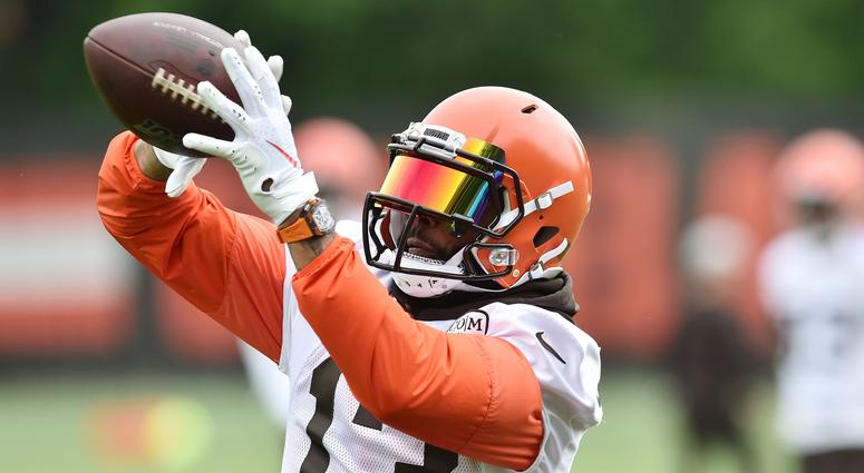 Cleveland Browns wide receiver Odell Beckham Jr. (13) makes a catch during minicamp at the Cleveland Browns training facility.