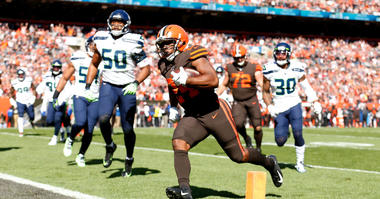 Nick Chubb scores a touchdown against the Seahawks in the first quarter of Sunday's game