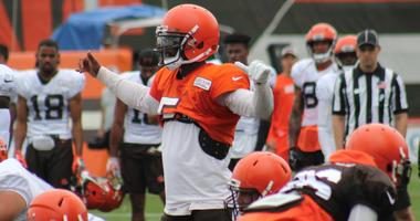 Browns quarterback Tyrod Taylor gets his team lined up during an 11-on-11 team drill on Aug. 1, 2018.