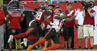 Cleveland Browns wide receiver Jaelen Strong (10) cannot make a catch as Tampa Bay Buccaneers cornerback Vernon III Hargreaves (28) defends during the first quarter at Raymond James Stadium.