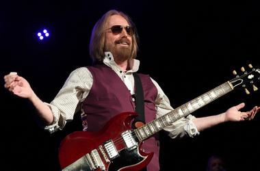 Tom Petty performs at Perfect Vodka Amphitheatre.