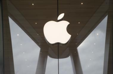 El logotipo de Apple en una tienda de la marca en Brooklyn, Nueva York, el 3 de enero de 2019.
