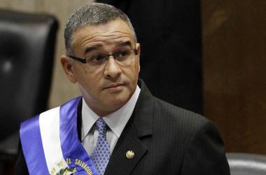 En esta foto del 1 de junio de 2012, el entonces presidente salvadoreños Mauricio Funes está en la Asamblea Nacional antes de hablar para conmemorar su tercer año en el poder en San Salvador, El Salvador.