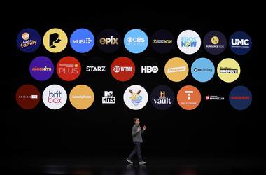 Peter Stern, vicepresidente de servicios de Apple, habla en el Teatro Steve Jobs durante un evento para anunciar nuevos productos, el lunes 25 de marzo del 2019 en Cupertino, California.