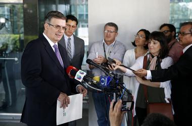 El canciller mexicano Marcelo Ebrard habla con periodistas el jueves 23 de mayo de 2019 despu s de encontrarse con el secretario de Estado, Mike Pompeo, en el Departamento de Estado en Washington.