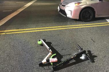 La patineta eléctrica usada por una persona que fue atropellada por un carro en Los ngeles. Foto suministrada por Jodi Robinson, del 23 de diciembre del 2018. Las patinetas el ctricas se han popularizado ltimamente como un medio de transporte conveniente.