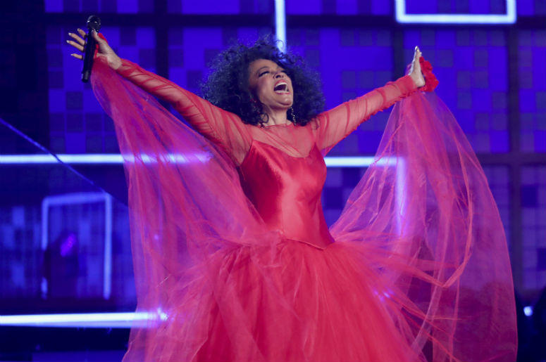 Diana Ross canta un popurrí en la ceremonia de los premios Grammy, el domingo 10 de febrero del 2019 en Los Angeles.