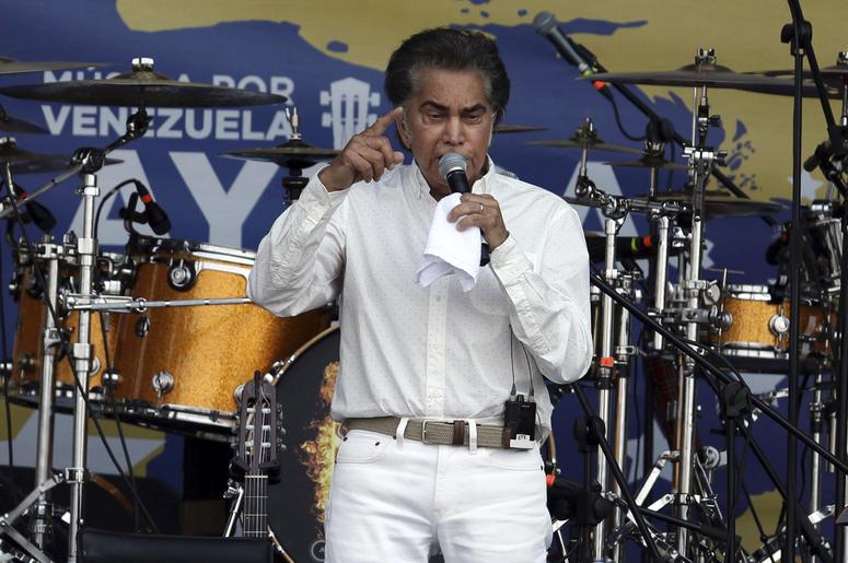 """""""El Puma"""" José Luis Rodríguez participa en el concierto """"Venezuela Aid Live"""" en la ciudad fronteriza colombiana de Cúcuta, el viernes 22 defebrero de 2019."""