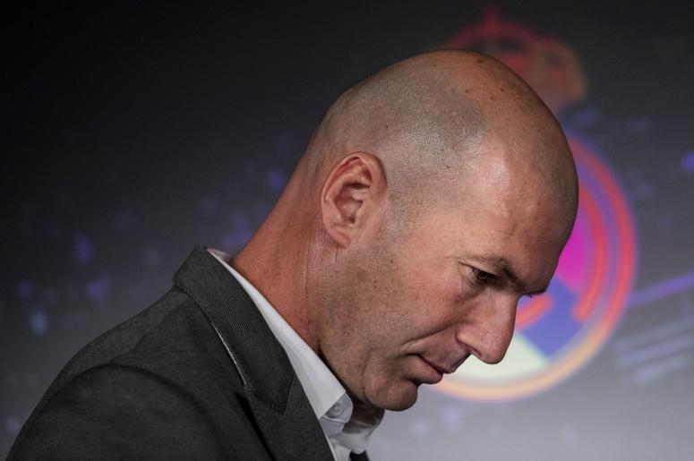 El francés Zinedine Zidane llega a la conferencia de prensa donde se le presentó como técnico del Real Madrid, el lunes 11 de marzo de 2019