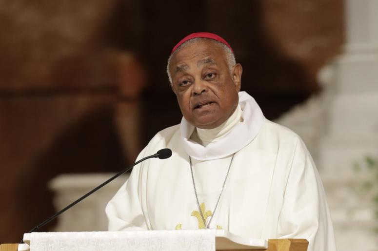En esta imagen de archivo, tomada el 14 de junio de 2017, el arzobispo Wilton D. Gregory interviene en una misa para condenar los abusos sexuales cometidos por el clero y rezar por las víctimas, en Indianápolis.