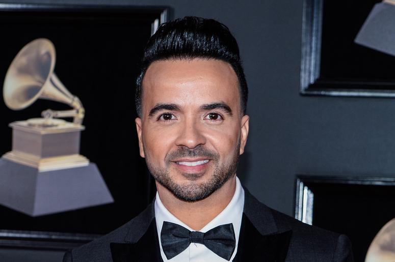 Luis Fonsi with a bowtie