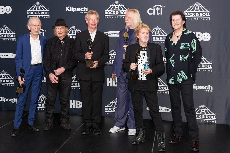 Steve Howe, Alan White, Tony Kaye, Rick Wakeman, Jon Anderson and Trevor Rabin of Yes