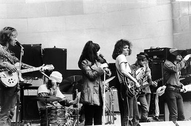 American rock group Jefferson Airplane performs on stage at the Central Park bandshell, New York City, August 1969. L-R: Guitarist Paul Kantner, drummer Spencer Dryden, singer Grace Slick, guitarist Jorma Kaukonen, bassist Jack Casady, singer Marty Balin.