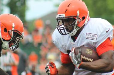 Browns rookie running back Nick Chubb runs the ball during an 11-on-11 drill at training camp.