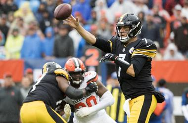 Pittsburgh Steelers quarterback Ben Roethlisberger (7) throws a pass as Cleveland Browns defensive end Emmanuel Ogbah (90) rushes during the first quarter at FirstEnergy Stadium.