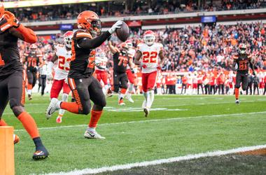 Cleveland Browns running back Duke Johnson (29) runs the ball for a touchdown against the Kansas City Chiefs during the second quarter at FirstEnergy Stadium.