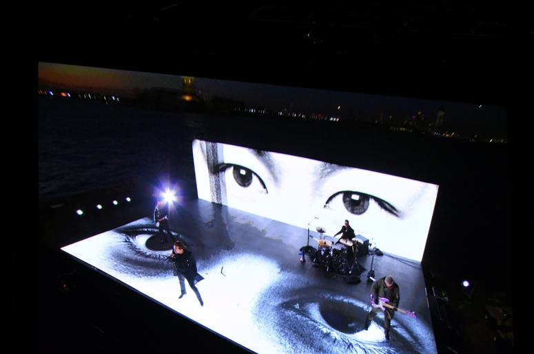 U2 App Enhances Concert   98 5 WNCX
