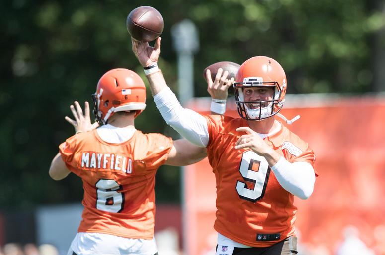 Cleveland Browns quarterback Baker Mayfield (6) and quarterback Drew Stanton (9)
