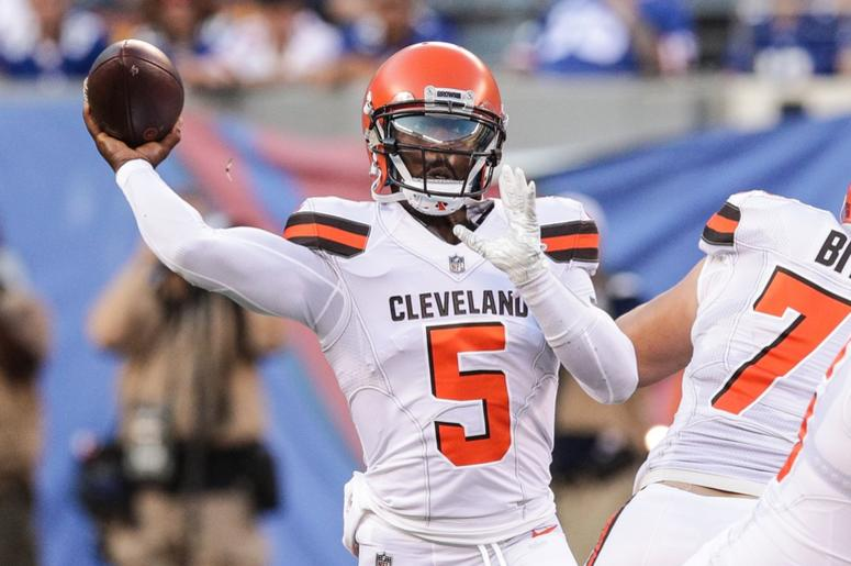 Cleveland Browns quarterback Tyrod Taylor (5) throws the ball during the first half against the New York Giants at MetLife Stadium.