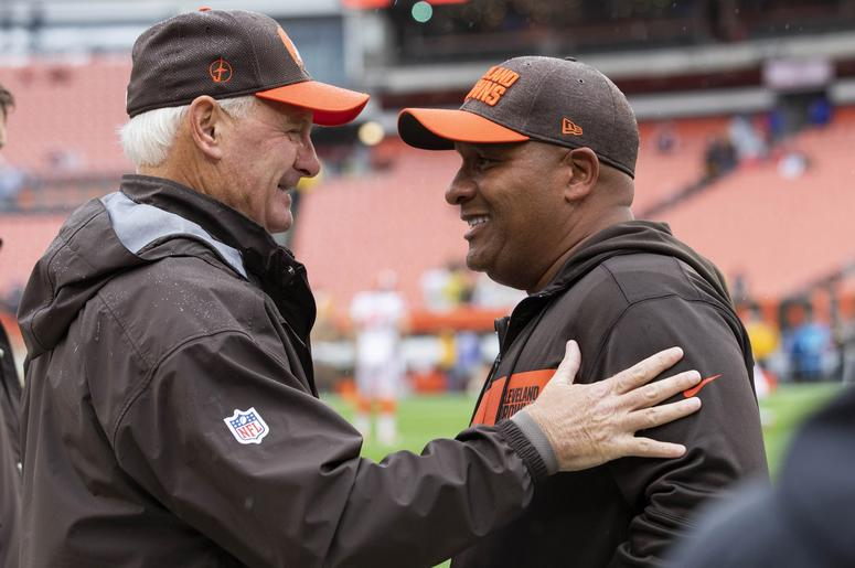 Cleveland Browns owner Jimmy Haslam, left, talks head coach Hue Jackson before the game at FirstEnergy Stadium