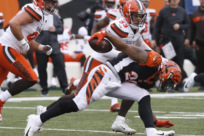 Cincinnati Bengals running back Joe Mixon (28) runs against Cleveland Browns middle linebacker Joe Schobert (53) during the second half at Paul Brown Stadium.