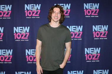 Dean Lewis Meets Fans at NEW 102.7 'Up Close & Personal'
