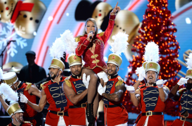 Mariah Carey performs during the VH1 DIVAS HOLIDAY: UNSILENT NIGHT show
