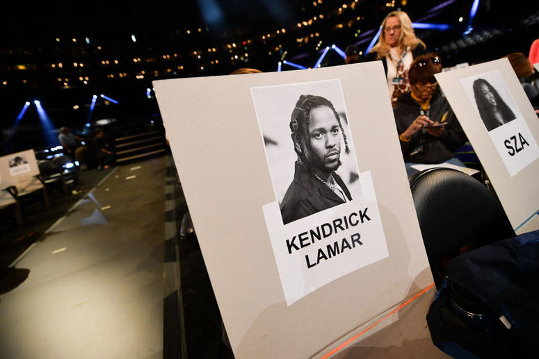 Kendrick Lamar and SZA empty chairs