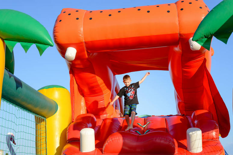Enjoyable Worlds Largest Bounce House Coming To Brooklyn New York Download Free Architecture Designs Scobabritishbridgeorg