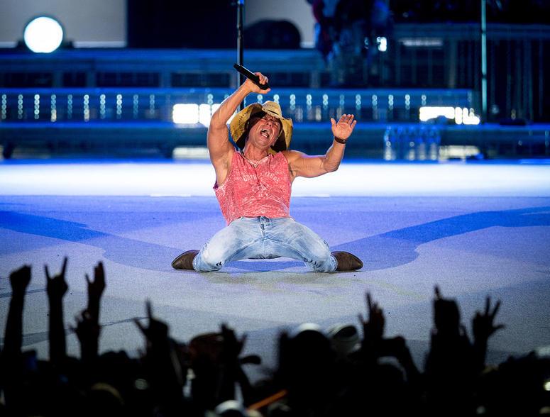 Kenny Chesney On Stage
