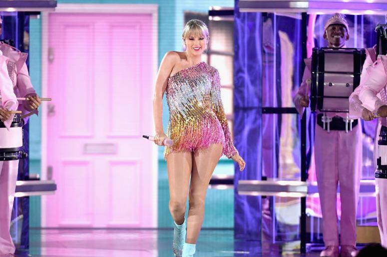 Taylor Swift's new star studded music video.jpg