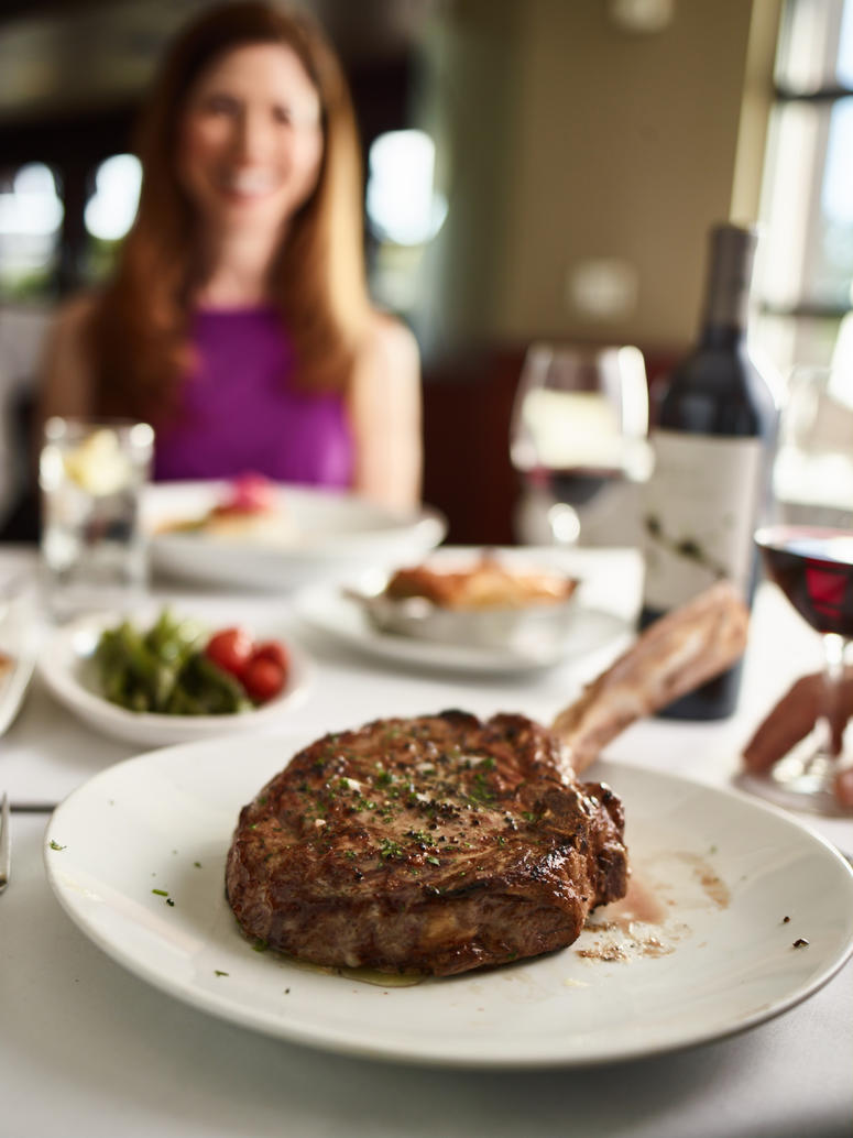 Flemings_Tomahawk Steak