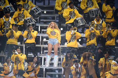 Beyonce performs at coachella with hbcu marching band