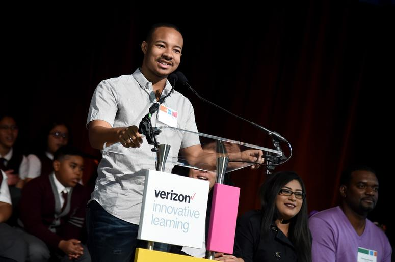 "Entrepreneur and motivational speaker Jaylen Bledsoe was given the ""Presidential Academic Excellence Award"" from Barack Obama."
