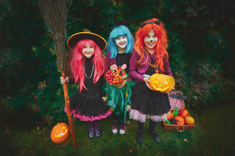 Halloween trick or treat witches