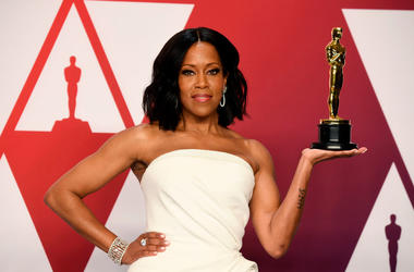 """HOLLYWOOD, CALIFORNIA - FEBRUARY 24: Actor Regina King, winner of the Best Actress in a Supporting Role award for """"If Beale Street Could Talk"""" poses in the press room during at Hollywood and Highland on February 24, 2019 in Hollywood, California. (Photo b"""
