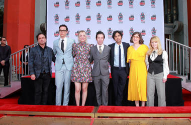 "HOLLYWOOD, CALIFORNIA - MAY 01: (L-R) Johnny Galecki, Jim Parsons, Kaley Cuoco, Simon Helberg, Kunal Nayyar, Mayim Bialik and Melissa Rauch from the cast of ""The Big Bang Theory"" attend their handprint ceremony at the TCL Chinese Theatre IMAX on May 1, 20"