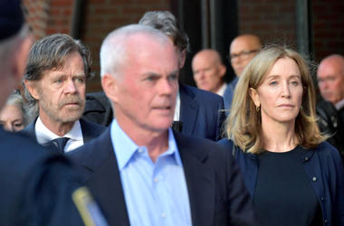BOSTON, MA - SEPTEMBER 13: Felicity Huffman and husband William Macy (L) exit John Moakley U.S. Courthouse where Huffman received a 14 day sentence for her role in the college admissions scandal on September 13, 2019 in Boston, Massachusetts. (Photo by Pa