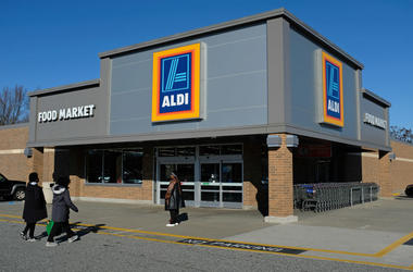 EDGEWOOD, MD - DECEMBER 28: Shoppers arrive at an Aldi discount grocery store on December 28, 2017 in Edgewood, Maryland. Aldi, which has approximtely 1,700 stores across the USA, will receive fresh competition from its also German rival Lidl, which is la